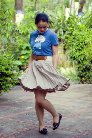 tan thrifted skirt - blue graphic t-shirt - maroon loafers