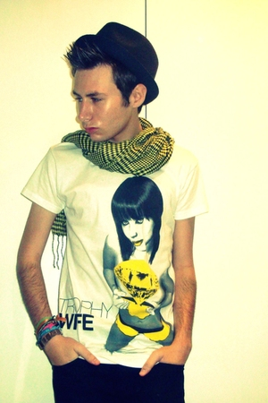 gold t-shirt - gold Urban Outfitters scarf