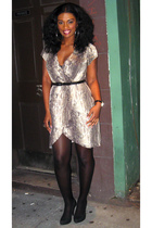Express dress - DKNYny stockings - vintage shoes