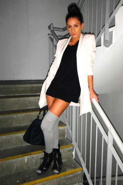 beige H&amp;M blazer - black American Apparel t-shirt - black Topshop boots - gray A