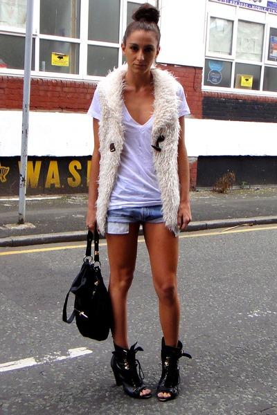 white LnA t-shirt - black Topshop boots - beige fur gilet Boohoocom jacket