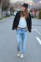 Boyfriend jeans and metallic shoes