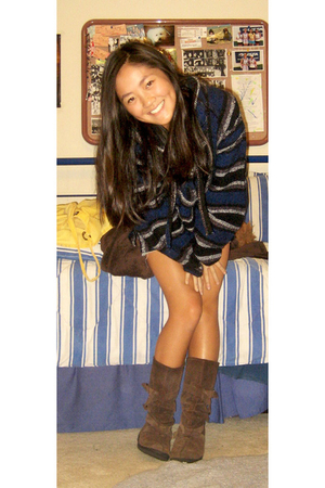 blue sweater - brown boots - blue shorts