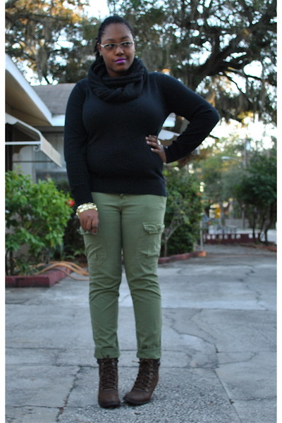 Black Old Navy Sweaters, Olive Green Urban Outfitters Pants, Dark ...