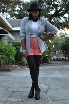heather gray Newport News blazer - white Old Navy t-shirt - salmon Jones New Yor