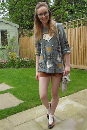 River Island bag - thrifted shorts - Primark socks - thrifted jumper - thrifted