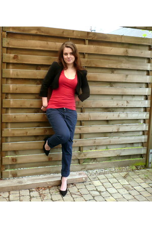 black Zara pumps - red Zara t-shirt - navy Zara pants - black short Zara vest