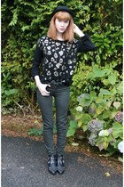 black Varanni boots - green Primark jeans - black H&M hat - black Primark belt