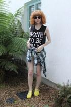 Urban Outfitters shorts - Matalan shorts - Primark shirt - Ebay sunglasses