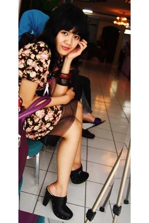 black mix necklace - dark brown floral dress - dark brown bangles bracelet
