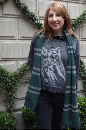 black slytherin Harry Potter shirt - black slouchy boots