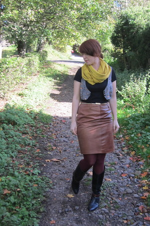 modcloth scarf - vintage skirt - vintage boots