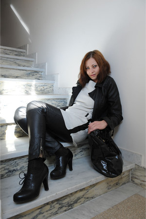 black cinti boots - white Stradivarius dress - black Stradivarius jacket