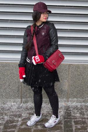 black Aritzia skirt - maroon baseball cap Aritzia hat