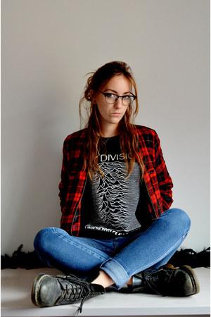 black old leather Dr Martens boots - blue skinny jeans H&M jeans