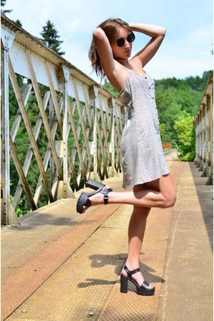 black LUsine a Lunettes sunglasses - eggshell floral dress H&M dress
