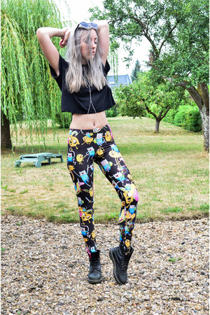 black adventure time Newdress leggings - black Dr Martens boots
