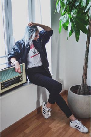 white vald BandTee t-shirt - black bomber vintage jacket