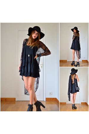 black brandy melville dress - black vintage hat - black Jeffrey Campbell heels