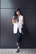 white Alice and Olivia blazer - black Chanel bag - black vince pants