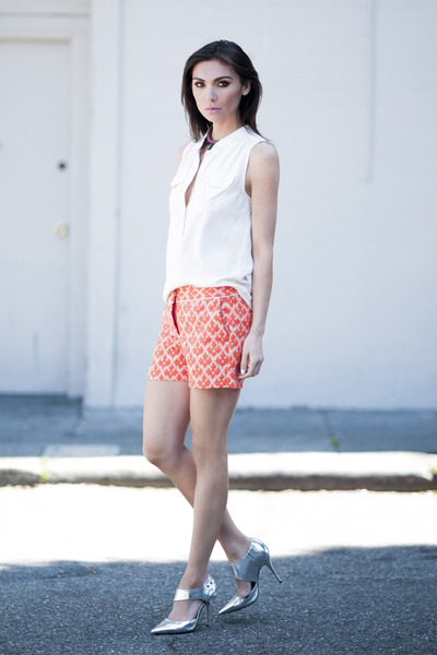 blue yumi necklace Fiona Paxton necklace - carrot orange Joe Fresh shorts