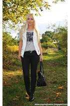 black bag - black Bershka pants - white vest