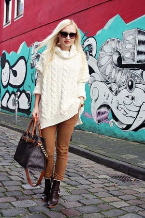 brown Diesel boots - cream sweater - bronze bag