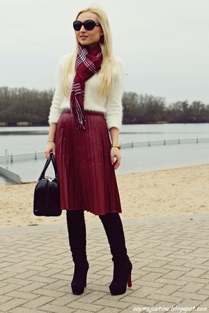 brick red skirt - black shoes - white River Island sweater - black batycki bag