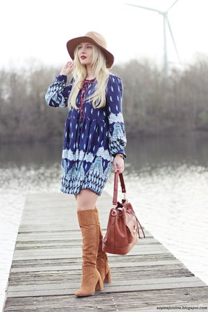 bronze Zara boots - blue dress - camel hat - tawny bag