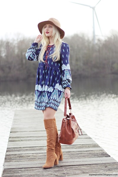 f7039f03562 bronze Zara boots - blue dress - camel hat - tawny bag
