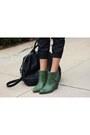 Green-wedges-seychelles-shoes-white-graphic-tee-tdolmel-shirt-black-zara-bag