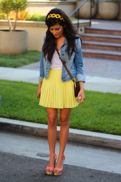 yellow pleated Love Shopping Miami skirt - salmon Love Shopping Miami shoes