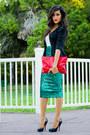 Black-vintage-blazer-red-clutch-sammoon-bag