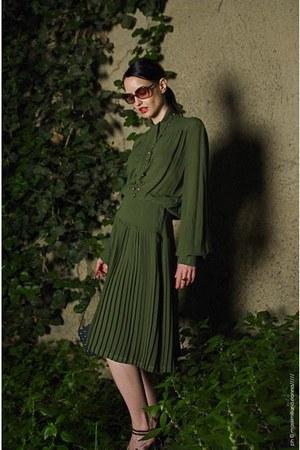 green silk vintage dress - vintage sandals - Accessorize necklace
