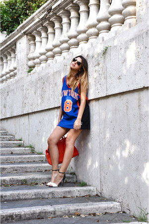 Zara shoes - Max & Co bag - Rayban Aviator sunglasses - NBA Nike t-shirt