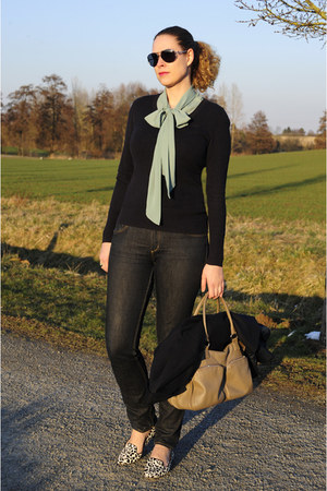 navy skinny H&M jeans - navy Esprit sweater - beige ChiChiFan bag