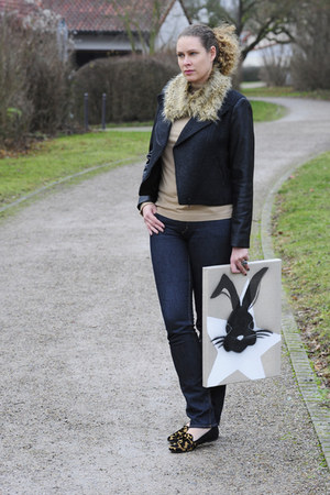 camel turtleneck Strenesse sweater - navy H&M jeans