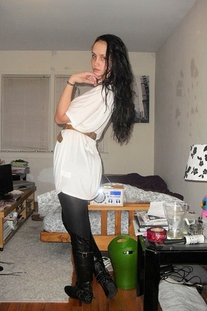 white H&M top - black Aldo boots - beige vintage belt - black tights