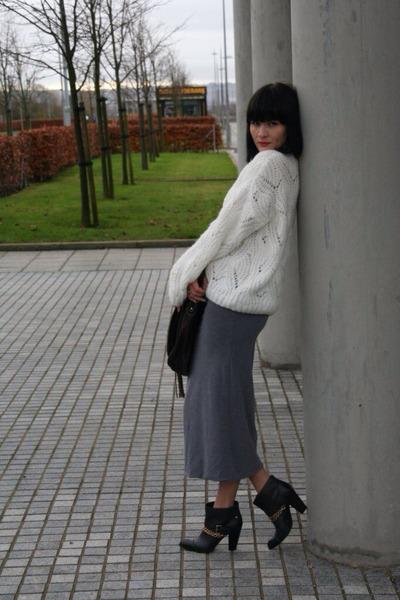 white venus jumper