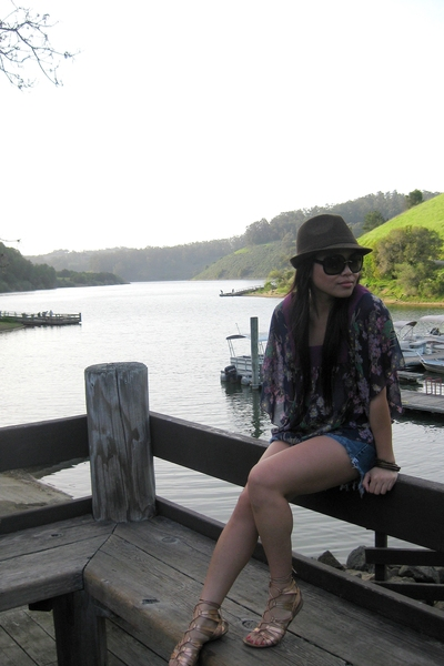 UO hat - Gucci sunglasses - Loehmans top - hollister shorts - Bebe shoes