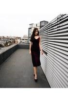 black sparkly JustFab sandals - magenta velvet JustFab dress