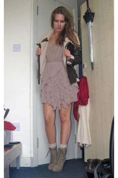 4ec3f42cc2c9 Pink H&M Dresses, Brown Lindex Jackets, Beige Primark Shoes ...