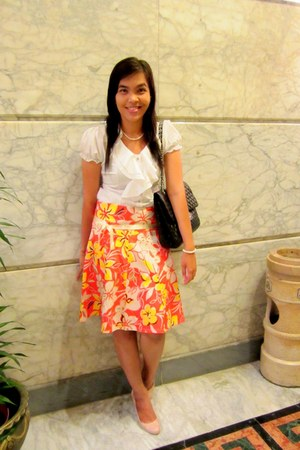 carrot orange floral skirt skirt - white shirt - cream made of stone necklace