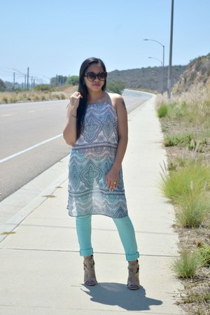 aquamarine Charlotte Russe top - dark brown Tom Ford sunglasses