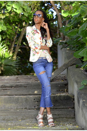 distressed jeans - floral print blazer - brown cat eye Tom Ford sunglasses