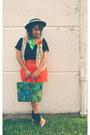 Black-vintage-hat-green-floral-print-vintage-scarf