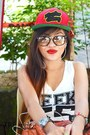 Red-y-r-hat-heather-gray-h-m-shorts-silver-rayban-glasses-white-h-m-top