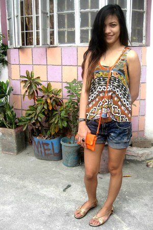 carrot orange Bazaar bag - navy short maldita shorts - gold Camino sandals