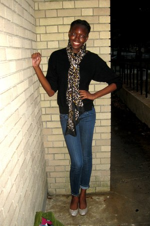 camel leopard print H&M scarf - blue Vigoss Jeans jeans