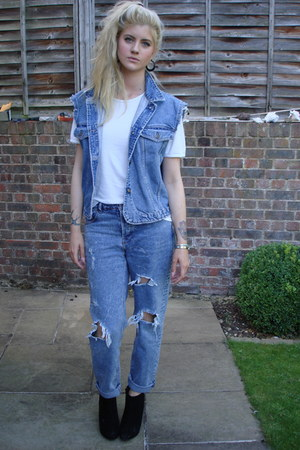 white cotton Marks &amp; Spencer t-shirt - new look boots - asos jeans